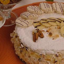 Banana_Stuffed_Meringue_Cake